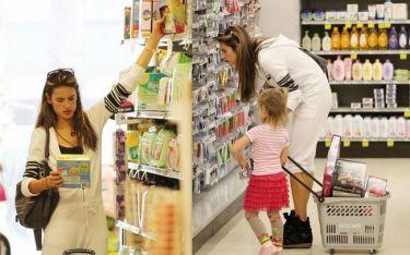 Alessandra Ambrosio: Στο σούπερ-μάρκετ με την κόρη της Anja