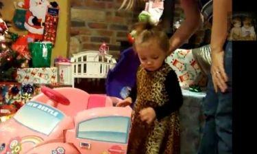 Βίντεο: Δείτε πώς αντιδρά ένα κοριτσάκι όταν βλέπει τα δώρα του Άγιου Βασίλη!