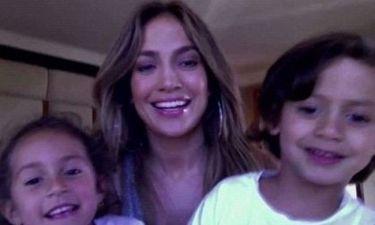 Jennifer Lopez: Συγκεντρώνει χρήματα για φιλανθρωπικούς σκοπούς με τη βοήθεια των διδύμων της (video)