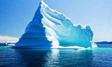 ΒΙΝΤΕΟ: Δείτε πως ένα παγόβουνο γίνεται κομμάτια σε λίγα λεπτά!