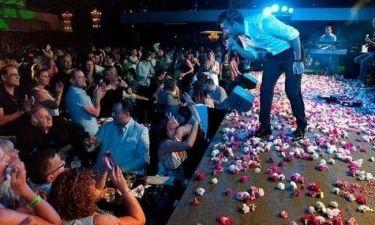 Χαμός στις συναυλίες του Θάνου Πετρέλη στην Μελβούρνη!