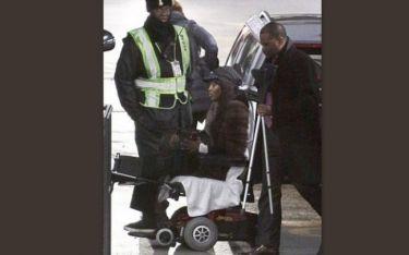 Η φωτογραφία που έχει κάνει τον γύρο του κόσμου! Η Naomi Cambel  σε αναπηρικό καροτσάκι. Τι συνέβη στο διάσημο μοντέλο;