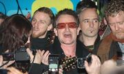 Ο Bono και η Sinead O' Connor τραγουδούν στο δρόμο!