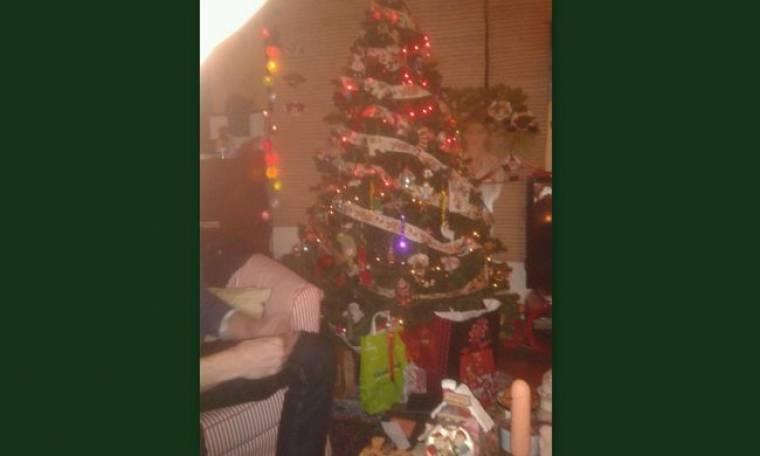 Η Ελληνίδα ηθοποιός, το χριστουγεννιάτικο δέντρο και οι… δονητές!