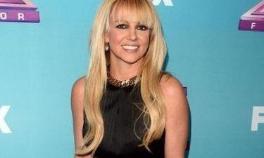 Britney Spears: Της δίνουν τα παπούτσια στο χέρι από το X-Factor;