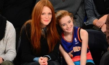 Julianne Moore: Σε αγώνα μπάσκετ με την κόρη της