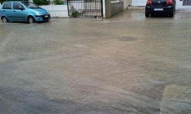 Εγκλωβισμένος στο σπίτι του λόγω πλημμύρας γνωστός παρουσιαστής!