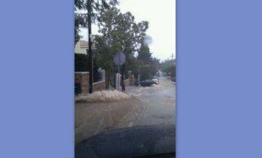 Δημοσιογράφο «απείλησε» η πλημμύρα
