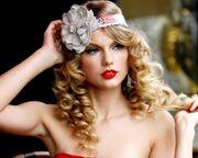 Γνωστή τραγουδίστρια γνώρισε τα «πεθερικά» της μέσω skype!