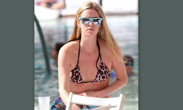 Nicky Hilton: «Κάνει θραύση» με το λεοπάρ μπικίνι της