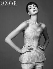 Anne Hathaway: Δεν είμαι cool, ούτε έχω sex appeal όπως η Rihanna