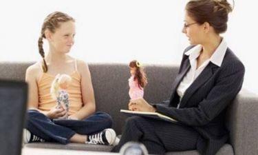 Παιδιά σχηματίζουν ουρές έξω από τους ψυχολόγους...