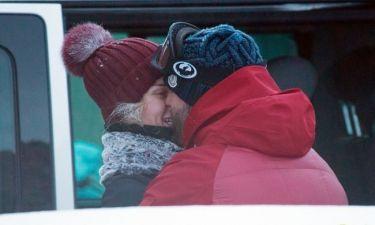 Εξόρμηση και φιλιά στα χιόνια για το ερωτευμένο ζευγαράκι!