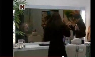 Το φάντασμα πίσω απ' τον καθρέφτη (Βίντεο)