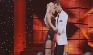 Λάουρα Νάργιες: Η sexy εμφάνιση, η καλτσοδέτα και ο «ρόλος» έκπληξη