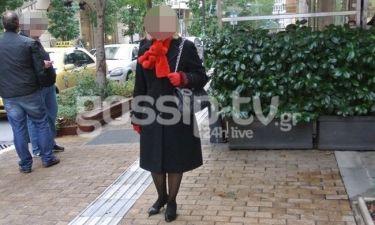 Ποια κυρία των media φόρεσε κασκόλ-αρκουδάκι;