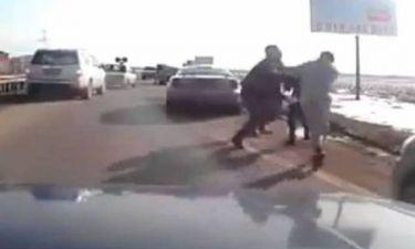 Βίντεο: Άγριο ξύλο στη μέση του δρόμου