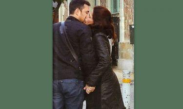 Παπουτσάκη-Πιλαφάς: Παθιασμένο φιλί στη μέση του δρόμου