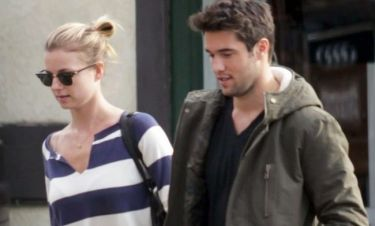 Emily VanCamp-Josh Bowman: Full in love!