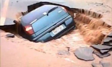 Βίντεο: Η γη άνοιξε και κατάπιε το αμάξι του