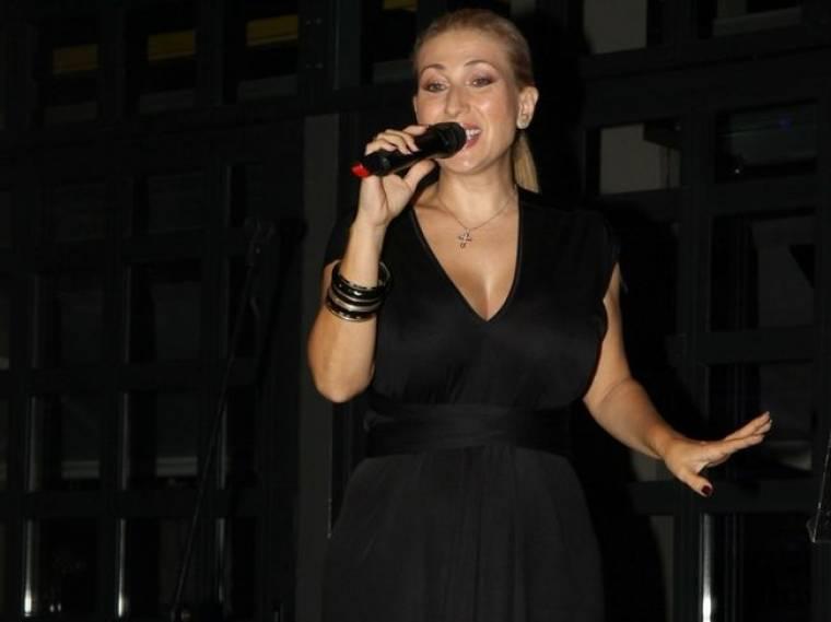 Μαντώ: Η συνεργασία της με τη Jessica Simpson