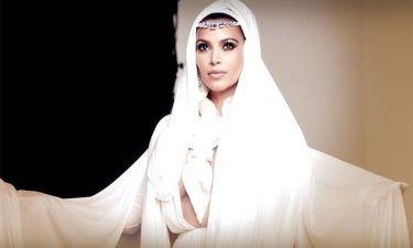 Kim Kardashian: Sexy και με μαντίλα στο κεφάλι