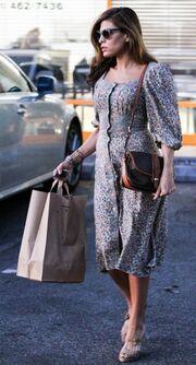 Eva Mendes: Με αέρα σταρ ψωνίζει βιολογικά προϊόντα (φωτό)