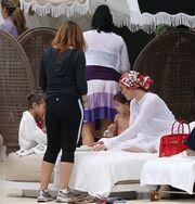 Jennifer Lopez: Χαλαρές στιγμές με τα παιδιά της στο Μαϊάμι (φωτό)