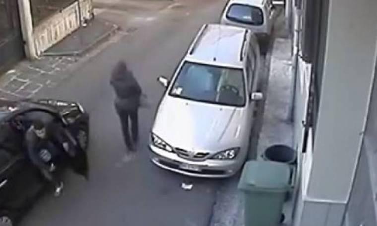 Βίντεο: Ληστεία on camera που κόβει την ανάσα