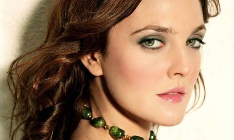 Drew Barrymore: «Δοκίμασα αλκοόλ στα 9, κάπνισα μαριχουάνα στα 10 και έκανε χρήση κοκαΐνης, για πρώτη φορά στα 12»