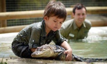 Ο 3χρονος που δαμάζει αλιγάτορες και βόες!