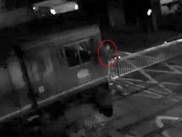 Σοκαριστικό βίντεο: Γλύτωσε από τον θάνατο την τελευταία στιγμή