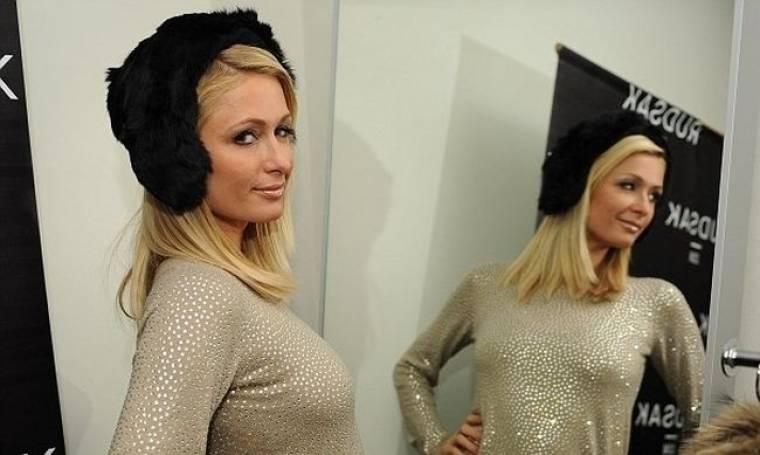Paris Hilton: Είναι σε δίλημμα ποιο ρούχο να διαλέξει