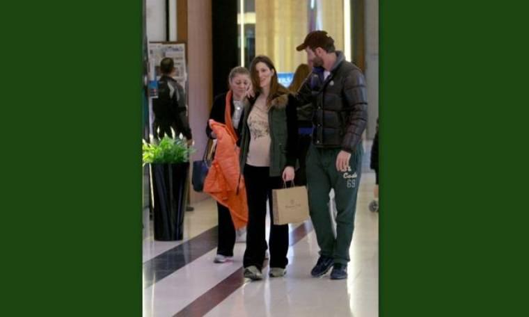 Χρήστος Μενιδιάτης: Βόλτα με την έγκυο γυναίκα του!