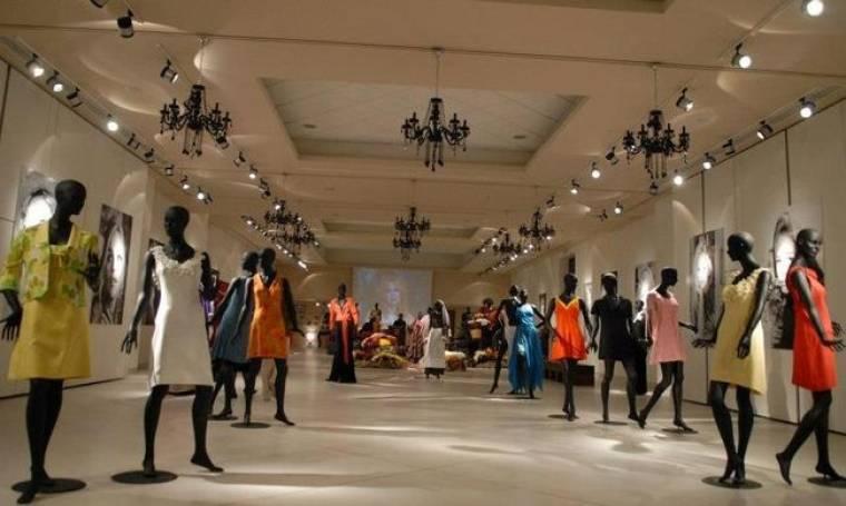 Τα ρούχα της Αλίκης Βουγιουκλάκη «ταξιδεύουν» στην Λάρισα