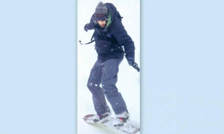Ωραίος στις πίστες, γενναίος στο… snowboard!