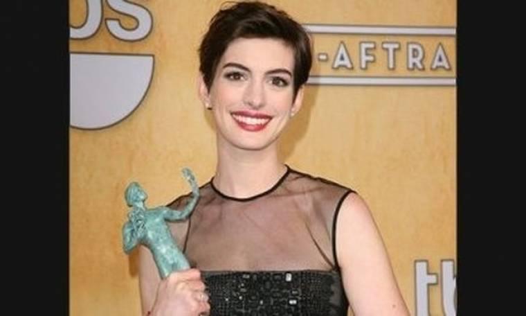 Αντιγράψτε το look: το χτένισμα της Anne Hathaway με 4 βήματα