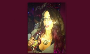 Κατερίνα Στικούδη: Το σοφιστικέ look και το... βαθύ ντεκολτέ!