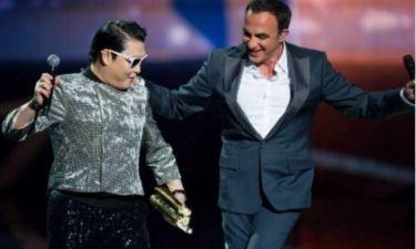 O Νίκος Aλιάγας έβαλε τον «Mr Gangnam Style» να χορέψει... συρτάκι!