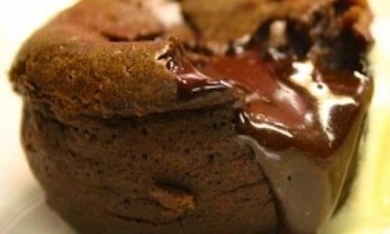 Το πιο εύκολο και «αμαρτωλό» σοκολατένιο σουφλέ