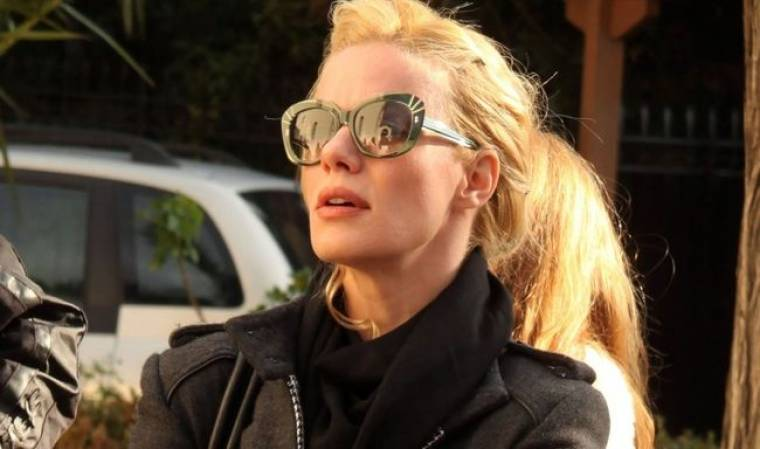 Ζέτα Μακρυπούλια: Τα γυαλιά ηλίου είναι το φετίχ της