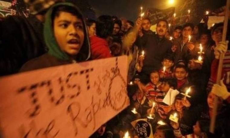 Έστησαν κρεμάλες για τους κατηγορούμενους για τον ομαδικό βιασμό