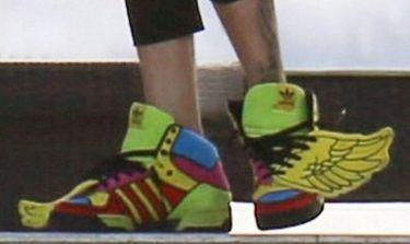 Ποιος τραγουδιστής φόρεσε αυτά τα παπούτσια;