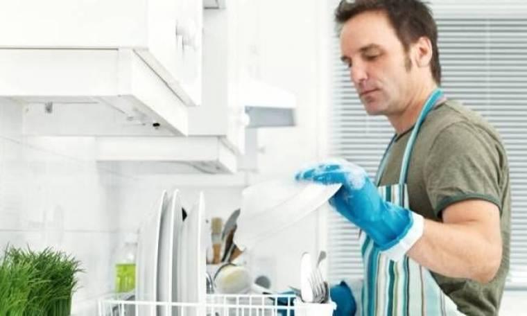 Έρευνα: Περισσότερες οικιακές δουλειές, λιγότερο σεξ