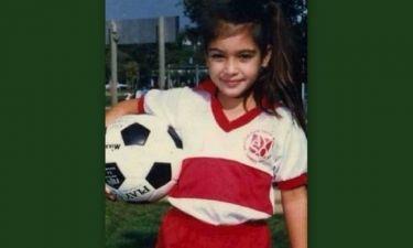 Δε θα πιστέψετε ποια πασίγνωστη star είναι το γλυκό κοριτσάκι της φωτογραφίας!
