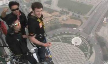 Απίστευτο βίντεο: Κάνει bungee jumping από τα 233 μέτρα!