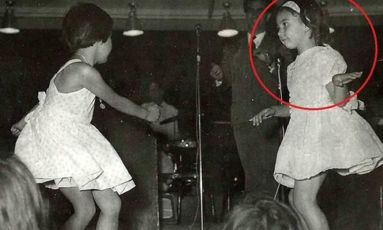 Ποια γνωστή ηθοποιός είναι το κοριτσάκι που δίνει ρεσιτάλ στο χορό;