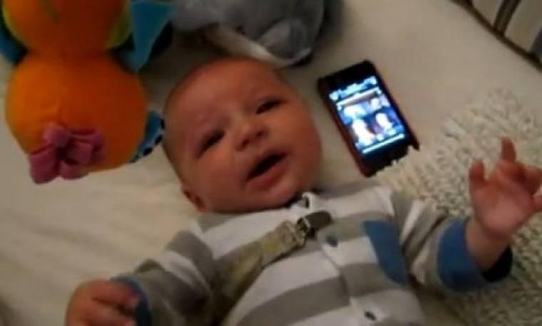Βίντεο: Ο πιο μικρός θαυμαστής του «Star Wars»