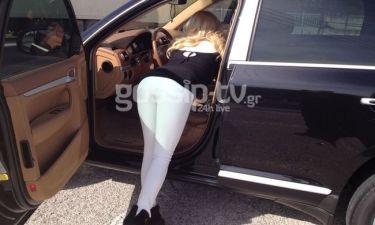 Παπαράτσι: Ελληνίδα παρουσιάστρια «Μάνα μανούλα» σκύβει για τα κλειδιά της!!(Nassos blog)