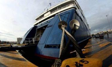 Παραμένουν δεμένα τα πλοία στα λιμάνια